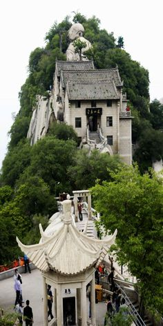 """Mount Hua called the """"West Mountain"""", well known for steep trails, breath-taking cliffs, narrow passages, and grand scenery - Shaanxi, China"""