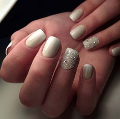 Best Nail Art Ideas for Brides - Ombre Nails in Glitters - Simpe, Cute, DIY NailArt Tutorials That Are Step By Step For Brides. Everything From The Wedding Manicure To French Tips To Simple Sparkle and Bling For The Ring Finger. These Are Super Fun And Super Easy. - http://thegoddess.com/nail-art-ideas-for-brides