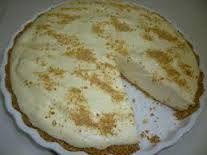 Honeydew pie is a subtle combination of lemon jello, honey, well-chilled evaporated milk and fresh lemon juice. Tart Recipes, Sweet Recipes, Cooking Recipes, Dessert Salads, Dessert Recipes, Cooking For Dummies, Fridge Cake, Kos, South African Recipes