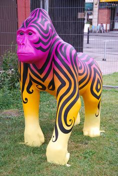 Bristol Zoo's 'Fade to Black,' painted by Inkie Animal Statues, Animal Sculptures, Lion Sculpture, Bristol Zoo, Giraffe Crafts, Elephant Parade, Insect Art, Fade To Black, Horse Art