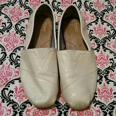 Toms Slip on shoes size 7.5 White with sparkles Do need to be cleaned - outside toe area is dirty but inside of shoe is still in nice condition Shoes
