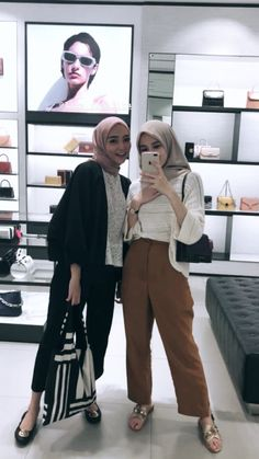 Hijab Casual, Ootd Hijab, Modest Fashion Hijab, Modern Hijab Fashion, Street Hijab Fashion, Hijab Fashion Inspiration, Korean Street Fashion, Muslim Fashion, Girl Hijab