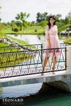 Rochie delicată roz pal din mătase naturală ornată cu bandă de dantelă cu perluțe sidefii aplicate Outdoor Furniture, Outdoor Decor, Campaign, Summer, Collection, Home Decor, Summer Time, Decoration Home, Room Decor