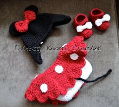 I'm not a huge Disney (Mickey and Minnie) fan, but I know plenty of people who are. I'm pinning this for the cute little skirted diaper cover. Knotty Knotty Crochet: Minnie Little Mouse hat, shoes and skirt set FREE PATTERN Crochet Baby Clothes, Newborn Crochet, Crochet Baby Hats, Cute Crochet, Crochet For Kids, Crochet Crafts, Baby Knitting, Crochet Projects, Knit Crochet