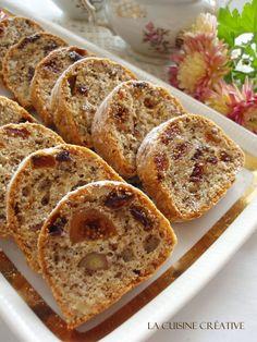 Iz Ljubicine kuhinje stiže još jedan krasan praznični recept za Božićni kolač od belanaca sa suvim voćem. Ukoliko su vam možda ostala be...
