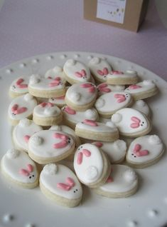 Easy Easter Bunny sugar cookies - Use an egg shaped cookie cutter for the body and add sprinkles for the eyes and ears. Then use a little gumdrop or some sugar for the tail. crafts with kids,easter,Easter Crafts,Foodies, Mini Cookies, Easter Cookies, Easter Treats, Sugar Cookies, Easter Cake, Baby Cookies, Heart Cookies, Valentine Cookies, Biscuit Cookies