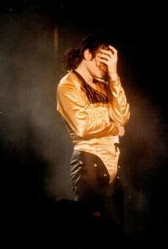 This is when the crowd goes crazy! Michael Jackson Quotes, Michael Jackson Rare, Mj Dangerous, Old King, You Are My Life, 19th Century Fashion, King Of Music, Cute Pictures, Youtube