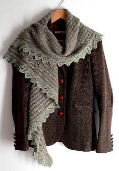 Classic look with tweed and knit, great colour combo. Scarf pattern: Camomille  by Helga Isager