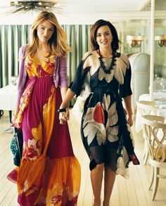 Blake Lively (Serena Van Der Woodsen) & Leighton Meester (Blair Waldorf) in the pages of Vogue Gossip Girls, Estilo Gossip Girl, Gossip Girl Outfits, Gossip Girl Fashion, Blake Lively, Vanessa Abrams, Chuck Bass, Tropical Dress, Leighton Meester