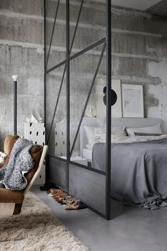 The Small and Stylish Home of Interior Stylist Linnéa Salmén — THE NORDROOM The decoration of our home is much like an exhibit space that reveals our personal tastes and design ideas and then we n. Interior Simple, Home Interior Design, Interior Decorating, Studio Interior, Interior Colors, Decoration Restaurant, Style Loft, Interior Stylist, Scandinavian Home