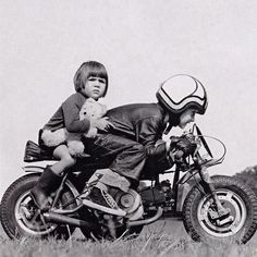 Cafe Racer - Starting out early! Honda Dax, Motorcycle Baby, Motorcycle Racers, Kids Atv, Foto Picture, Ex Machina, Mini Bike, Vintage Motorcycles, Cars Motorcycles