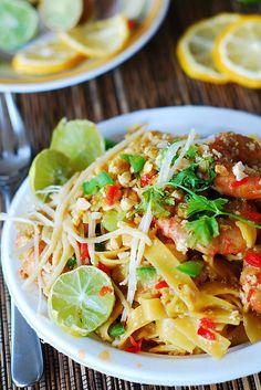 Pad Thai noodles with shrimp ~ easy Asian noodles, Asian shrimp recipes, shrimp pasta, seafood dishes Seafood Dishes, Pasta Dishes, Seafood Recipes, Dinner Recipes, Cooking Recipes, Seafood Pasta, Shrimp Pasta, Fettuccine Pasta, Fish Recipes