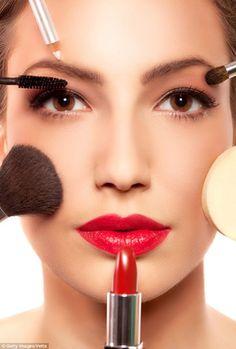 Clique e confira minha resenha completa do curso Maquiadora de Sucesso, um curso profissional de maquiagem online