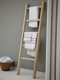 Step up your style with our uniquely designed Raw Oak Towel Ladder. The traditional ladder design makes for a contemporary storage unit, offering a modern twist to any living space. Towel Rail, Bathroom Ladder, Indoor Furniture, Ladder Decor, Modern Bathroom Remodel, Modern Bathroom, Towel Rack Bathroom, Towel Rack, Ladder Towel Racks
