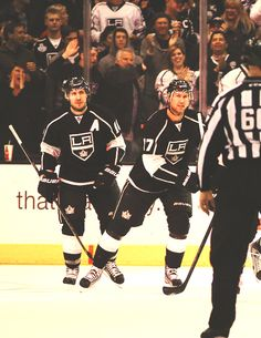 Jeff Carter and Mike Richards, LA Kings. I miss them on the Flyers. Hockey Games, Hockey Players, Ice Hockey, La Kings Hockey, Kings Game, Vancouver Canucks, Jeff Carter, Mike Richards, Lets Go Pens