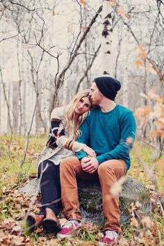 Cute Fall Engagement photos. Cute outfit ideas for engagement pictures. Pretty…