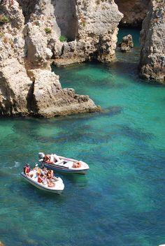 Paulo Tavares  Algarve, Portugal   http://portugalmelhordestino.pt/fotos_concurso/73bf92d18f6282ab4a7ef8f7505dae0d.jpg
