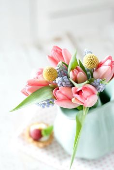 tulip bouquet for spring wedding