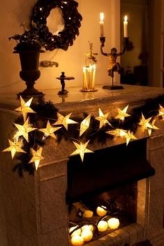 Minilight strand with glitter-printed paper stars Dimensions: A beautiful minilght strand in white or gold decorated with sparkling glitter. Hang Siri on the mantelpiece, in the Christmas tree or in the + 5 trafo Christmas Window Display, Christmas Lights, Christmas Decorations, Christmas Tree, Table Decorations, Christmas Windows, Christmas Planning, Golden Birthday, Paper Stars