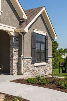 Stone Home with San Moritz Glen Ridge Design Exterior, Wall Exterior, House Paint Exterior, Stucco And Stone Exterior, Stucco Homes, Exterior House Colors Combinations, Exterior Colors, Stucco House Colors, Reforma Exterior