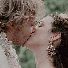 """Francis Valois & Mary Stuart - Reign """"In Clearing"""" - Season Episode 5 Reign Cast, Reign Tv Show, Romantic Kiss Gif, Kiss And Romance, Mary Queen Of Scots, Queen Mary, Reign Season, Season 3, Reign Mary And Francis"""