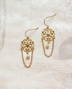 Elegant #pearls #earrings with #delicate filigree