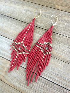 Native Sun in red, gold and bronze. Made with Miyuki seed beads. A Shurmeekan Lane original design Beaded Earrings Patterns, Seed Bead Patterns, Beading Patterns, Tiny Stud Earrings, Bead Earrings, Etsy Earrings, Fringe Earrings, Earrings Online, Seed Bead Jewelry