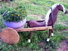 ghivece flori din cauciuc - Căutare Google Tire Planters, Old Tires, Wheelbarrow, Garden Tools, Backyard, Crafty, Nature, Mosaics, Landscapes