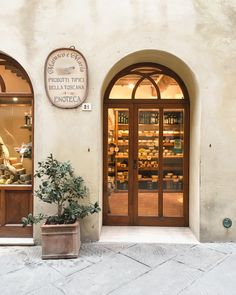 Medan, Trattoria Italiana, Places To Travel, Places To Go, Living In Italy, Cheese Shop, Italian Summer, Northern Italy, Modern Classic