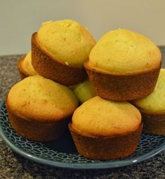 The Hungry Hood: Famous Dave's Corn Muffin Copycat (sooo yummy!)