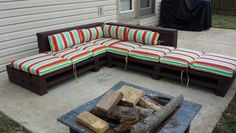 Put a welcoming DIY Pallet Wood Couch plans in your front room or dwelling room to greet your worn-out owns family contributors or any visitors. Pallette Furniture, Pallet Furniture Designs, Pallet Patio Furniture, Upcycled Furniture, Furniture Ideas, Pallet Seating, Diy Pallet Sofa, Diy Pallet Projects, Pallet Ideas