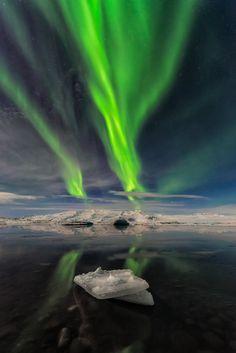 Lonely Iceberg - Glacier Lagoon - Jokulsarlon - Iceland