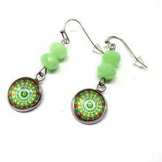 Boucles d'oreilles cabochons motif rosace colorée et perles vert anis