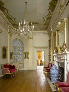Must see in England. Wilton House. The Great Ante-Room. Paintings by Rembrandt and Van Dyck