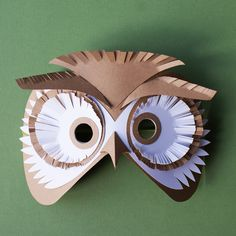 Whether it is cardboard, paper bags or tin foil, these paper mask designs will inspire your creativity. See all 30 ideas and tutorials. Paper Plate Masks, Paper Plate Crafts, Owl Mask, Bird Masks, Cardboard Mask, Diy Cardboard, Animal Masks For Kids, Mask For Kids, Paper Owls