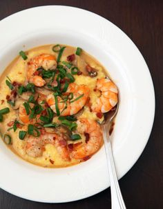 Shrimp and Grits Chapel Hill, North Carolina, we recommend using stone-ground grits. They take more time to cook, but their flavor and texture are richer than instant grits. For quicker cooking, let the grits soak in water in the refrigerator overnight. Seafood Dishes, Seafood Recipes, Cooking Recipes, Cajun Cooking, Shellfish Recipes, Bacon Recipes, Healthy Recipes, Great Recipes, Gastronomia