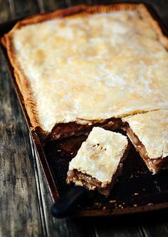 Apple Slab Pie - perfect for feeding a holiday crowd, or just for fall. Soooo delicious! Better then apple pie I swear!