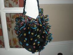 no sew purse... all you need is scissors and two bandanas!