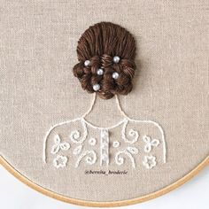Textile artist Bernita Broderie uses cotton threads to render three-dimensional hair styles that cascade from the embroidery hoops. Wedding Embroidery, Hand Embroidery Flowers, Flower Embroidery Designs, Creative Embroidery, Embroidery Hoop Art, Hand Embroidery Patterns, Ribbon Embroidery, Cross Stitch Embroidery, Crewel Embroidery