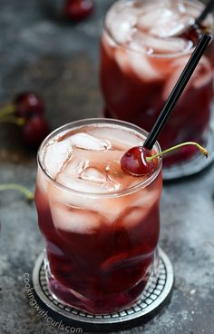 Moscow mule ginger beer Cherry Whiskey Smash This Cherry Whiskey Smash is perfect for summer using fresh cherries, winter in front of a fireplace, and shared with someone special on Valentine& Day! Good Whiskey Drinks, Whiskey Smash, Fun Drinks, Yummy Drinks, Alcoholic Drinks, Bourbon Drinks, Cherry Whiskey, Whiskey Sour, Whisky Cocktail