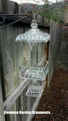 47 Ideas diy garden art creative bird feeders for 2019 Garden Whimsy, Diy Garden, Garden Crafts, Garden Projects, Upcycled Garden, Craft Projects, Upcycled Crafts, Garden Totems, Glass Garden Art