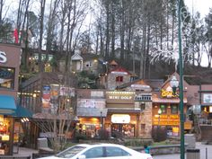 Gatlinburg TN Can you imagine the Great Smoky Mountains without Gatlinburg? I know that I cannot.