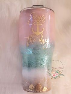 Diy Tumblers, Custom Tumblers, Glitter Tumblers, Diy Arts And Crafts, Fun Crafts, Glitter Cups, Gold Glitter, Beach Cups, Rose Gift