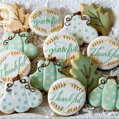Aren't these such a beautiful Thanksgiving set?! These cookies are by @thesugarjar1 #beautiful #thanksgivingcookies #decoratedcookies #sugarcookies #edibleart #pumpkins #thankful