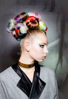 ℒᎧᏤᏋ her amazingly massive high bun w/ mini individual multi~colored high buns..Via The Artistry Of Hair on Tumblr ღღ