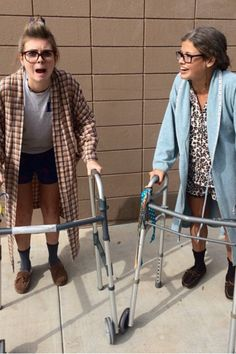 Hilarious Halloween Costumes For BFFs