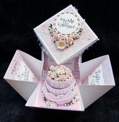 Bryllupskort på bestilling. Eksplosjonsboks med bryllupskake i midten. (Med mal). (susannehalseth)