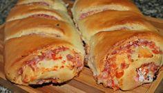 Pão de frios, um delicioso pão recheado com sabor e aroma delicioso.