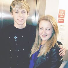 Pictures with fans So that's what his hair looks like without a quiff... We don't see it like that much...