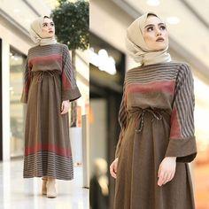 Source by alitademode clothing hijab Muslim Fashion, Modest Fashion, Hijab Fashion, Fashion Clothes, Fashion Dresses, Hijab Style Dress, Hijab Chic, Simple Dresses, Casual Dresses